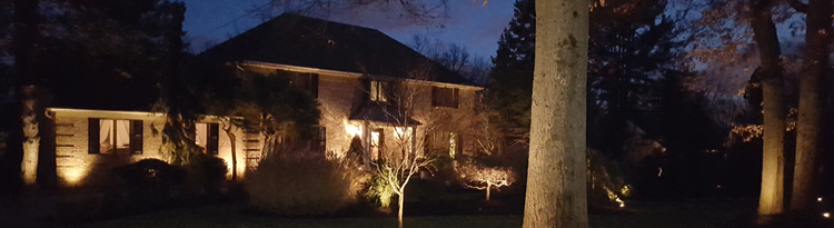 beautiful landscap lighting in Bergen County by Onorato Landscaping